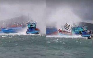 Mới- nóng - Clip: Lốc xoáy càn quét trên biển, nhấn chìm tàu cá tại cảng An Thới