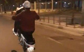 Mới- nóng - Clip: Nam diễn viên 'Người phán xử' bốc đầu xe, chửi thề trên phố