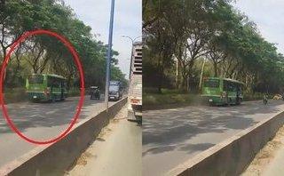 Mới- nóng - Clip: Hoảng hồn cảnh xe buýt chạy ngược chiều trên phố Sài Gòn