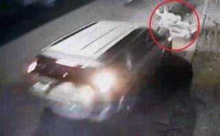 Mới- nóng - Clip: Truy tìm ô tô tông trúng 3 người đi đường rồi phóng xe bỏ chạy