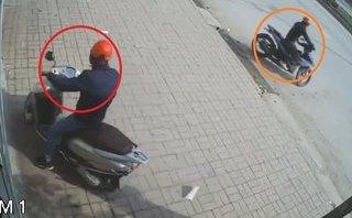 Hình sự - Clip: Trộm bẻ khóa, 'cuỗm' xe Lead chỉ trong 1 phút ở Hưng Yên