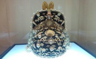 Mới- nóng - Clip: Chiêm ngưỡng bảo vật được gắn tới 35 con rồng bằng vàng