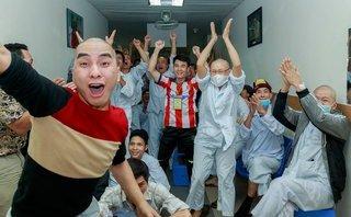 Mới- nóng - Clip: Quên đau đớn, bệnh nhân vỡ òa với chiến thắng của U23 Việt Nam