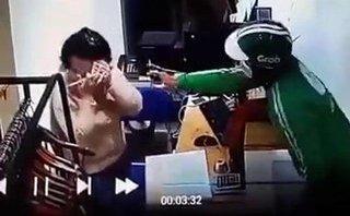Mới- nóng - Sự thật bất ngờ sau clip cô gái bị tài xế Grab xịt hơi cay cướp tài sản