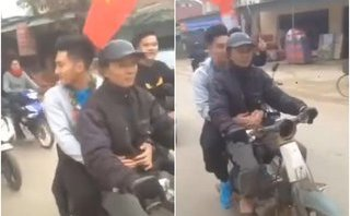 Mới- nóng - Từ chối ô tô, thủ môn Văn Hoàng ngồi xe máy cà tàng ôm bố về nhà