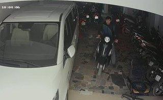 Mới- nóng - Clip: Lật tẩy chiêu trò đánh lừa bảo vệ rồi trộm xe máy cực tinh vi