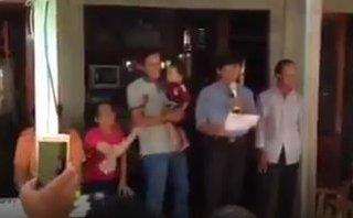 Mới- nóng - Clip: Màn phát biểu trong lễ bàn giao cai sữa cho con khiến cư dân mạng cười điên đảo