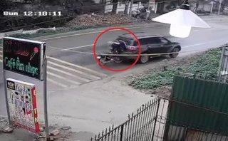 Xa lộ - Clip: Thanh niên bình thản đứng dậy sau khi tông vỡ kính xe ô tô