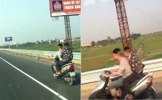Xa lộ - [Clip] Hai thanh niên đầu trần, phóng xe máy 'bạt mạng' trên cao tốc Pháp Vân