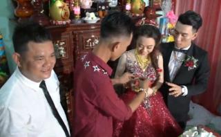Mới- nóng - Xôn xao clip cô dâu Cà Mau đeo vàng trĩu cổ, kín tay trong ngày cưới