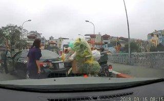 Xa lộ - Nữ tài xế quay đầu ô tô trên cầu còn gây gổ với người đi xe máy