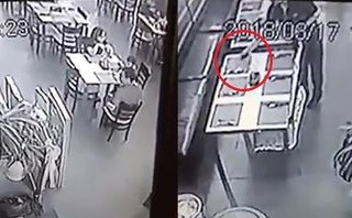 Mới- nóng - Clip: Người đàn ông thản nhiên trộm điện thoại ngay trước mặt trẻ nhỏ