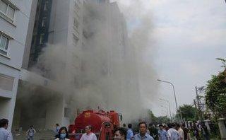 Mới- nóng - Clip: Chung cư Carina Plaza lại bất ngờ bốc cháy lúc giữa trưa