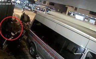 Mới- nóng - Clip: Thanh niên bẻ khóa trộm SH trên phố Hà Nội chỉ mất vài giây