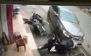 Xa lộ - Clip: Ô tô mất lái, tông liên hoàn 6 xe máy ở Yên Bái