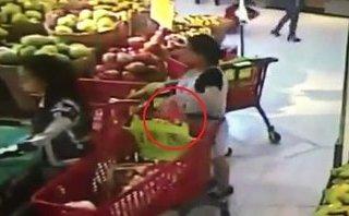 Mới- nóng - Clip: Bà bầu thản nhiên  trộm ví của khách tại siêu thị BigC