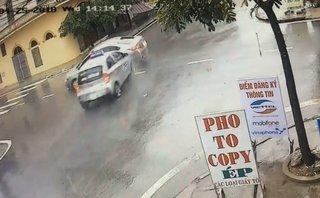 Xa lộ - Clip: Kinh hoàng cảnh taxi phóng nhanh, tông trúng ô tô ngay ngã tư
