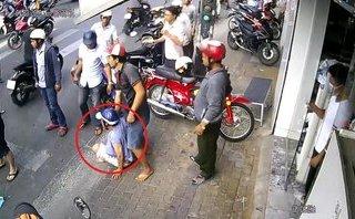 Mới- nóng - Clip: Dàn cảnh đụng xe cướp tiền, đôi nam nữ bị dân vây bắt