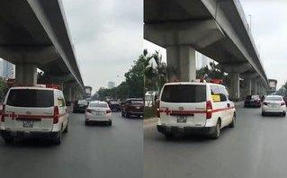 Mới- nóng - Clip: Xe cứu thương bất lực hú còi xin đường ở Hà Nội
