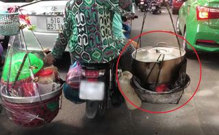 Mới- nóng - Clip: Đôi nam nữ vô tư chở nồi nước đang sôi đi trên phố Sài Gòn