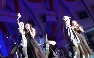 Giải trí - Bị fan 'cưỡng hôn' trên sân khấu, Văn Mai Hương có cách xử lý 'cực ngầu'