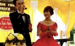 Giải trí - Clip: Chú rể gây bão khi chế lời 'Cô gái m52' tặng vợ trong ngày cưới