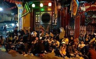 Văn hoá - Hàng chục nghìn người dân 'rồng rắn' trắng đêm xin lộc đầu năm