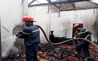 """Tin nhanh - Quảng Trị: Chủ đi vắng, nhà bất ngờ bị """"bà hỏa"""" thiêu rụi"""