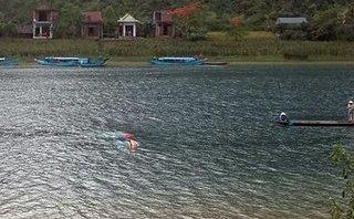 Tin nhanh - 4 người dũng cảm cứu khách du lịch bị lật thuyền được tặng bằng khen