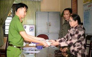 An ninh - Hình sự - Công an trao trả tài sản cho người phụ nữ bị cướp giật