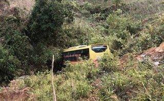 Tin nhanh -  Kinh hoàng xe khách mất lái trên đèo 'tử thần', 20 người thương vong