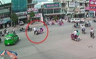 Video - Clip: Người dân đuổi bắt gã đàn ông gây tai nạn rồi bỏ chạy