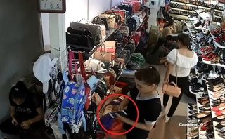 Video - Clip: 'Nữ quái' vờ mua đồ rồi trộm điện thoại trong cửa hàng giày