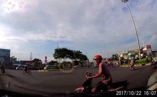 Xa lộ - Clip: Người đàn ông suýt mất mạng vì vượt đèn đỏ rồi cắt mặt ô tô