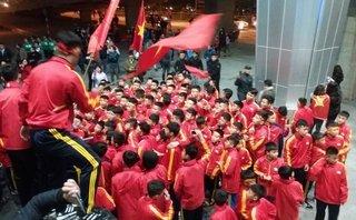 Bóng đá Việt Nam - Sân bay Vinh vỡ trận ngày đón các cầu thủ U23 Việt Nam trở về