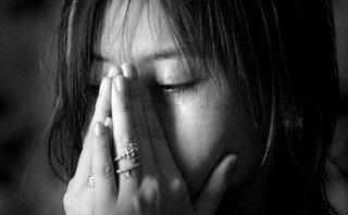 Gia đình - Phụ nữ đôi khi mệt mỏi mà cứ phải gồng lên cứng cỏi, buồn tủi mà cứ tỏ vẻ mình vui