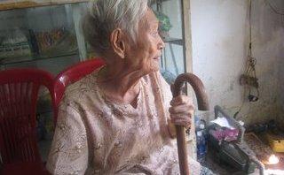 Xã hội - Cụ bà 80 tuổi 'rảnh nhất Sài Gòn', 20 năm bỏ tiền túi vá ổ gà mặt đường
