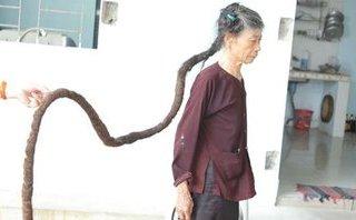 Đời sống - Thanh Hóa: Cụ bà sở hữu mái tóc dài khoảng 3 mét gây xôn xao mạng xã hội