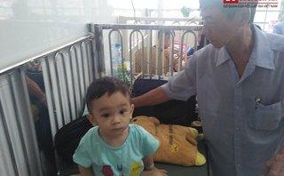 Gia đình - Ông ngoại bé trai 1 tuổi bị bạo hành, bỏ rơi ở bệnh viện: 'Tôi cứ ngỡ cháu chết rồi!'