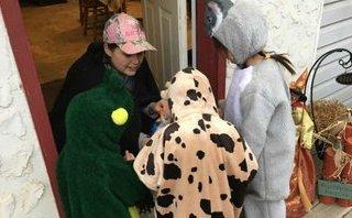 Gia đình - Mẹ Việt trên đất Canada kể chuyện đi xin kẹo đêm Halloween