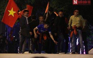 Dân sinh - CĐV ăn mừng chiến thắng của U23 Việt Nam: Hà Nội đêm rợp cờ