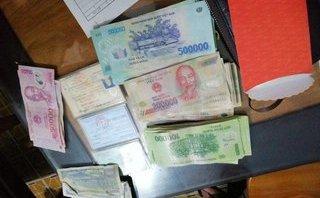 Đi chơi Tết, 3 học sinh nhặt được hơn 40 triệu đồng, trả người đánh mất