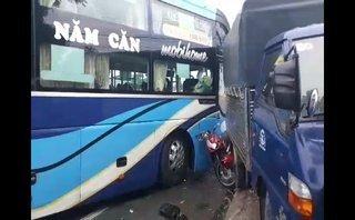 Tin nhanh - Bạc Liêu: Tai nạn liên hoàn trên QL1, hành khách hoảng hốt kêu cứu