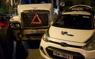Chính trị - Xã hội - Hải Phòng: Container mất lái đâm một loạt ô tô
