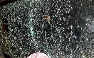 Pháp luật - Quảng Ninh: Nhà xe bị bắn thủng kính từng bị xe cùng tuyến hành hung