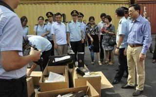 Tin nhanh - Cục Hải quan Hải Phòng lên tiếng về 10 container giày nhập lậu