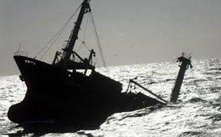 Tin nhanh - Tàu chìm ở vùng biển Cô Tô, 1 ngư dân mất tích