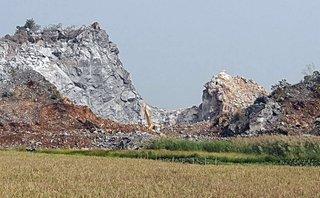 Xã hội - Phê bình Chủ tịch xã để doanh nghiệp khai thác đá trái phép