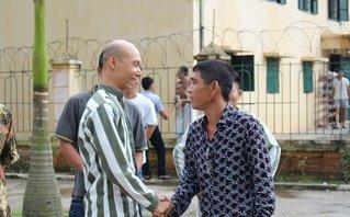 Video - Clip: Xúc động ngày về nẻo thiện của phạm nhân trại giam Suối Hai ngày 2/9