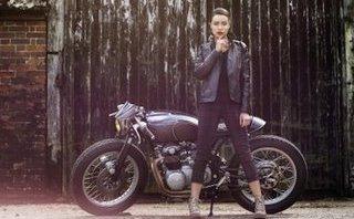 """Xe++ - """"Xế nổ"""" Honda CB550 cafe racer đọ dáng chân dài Anh quốc"""